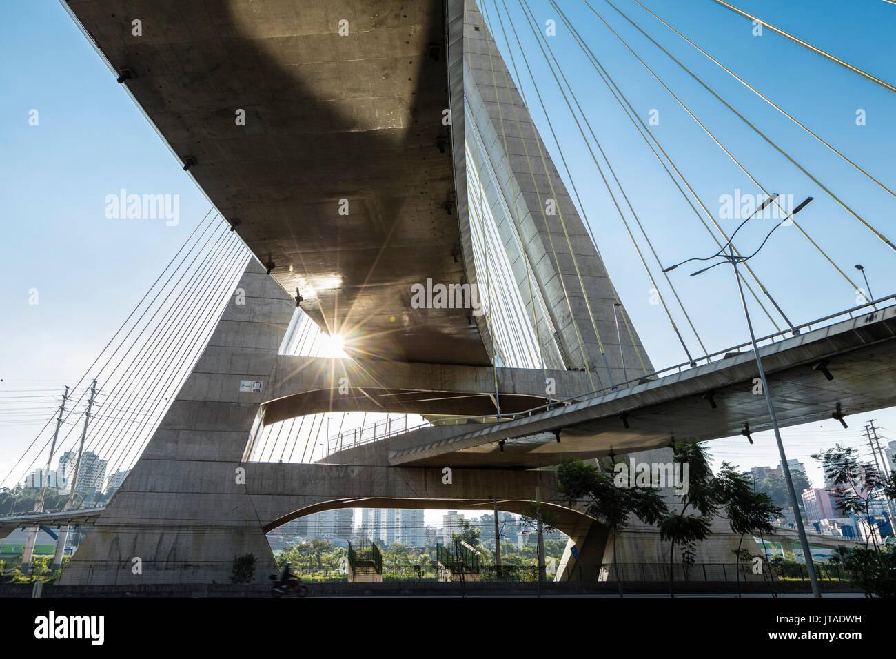 Octavio Frias de Oliveira Bridge da Joao Valente Filho nel quartiere Brooklin di Sao Paulo, Brasile, Sud America Immagini Stock