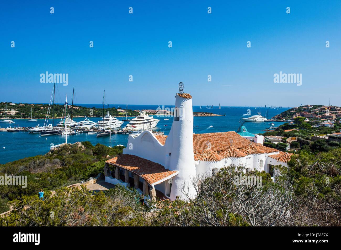 La baia di Porto Cervo e la Costa Smeralda, Sardegna, Italia, Mediterraneo, Europa Immagini Stock