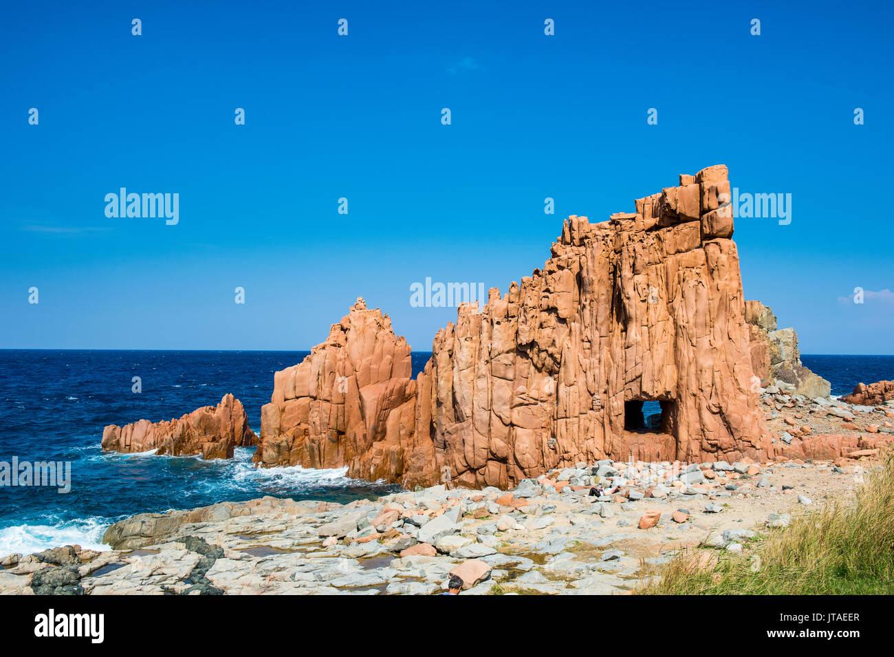 Spiaggia di rocce rosse di Arbatax, Sardegna, Italia, Mediterraneo, Europa Immagini Stock