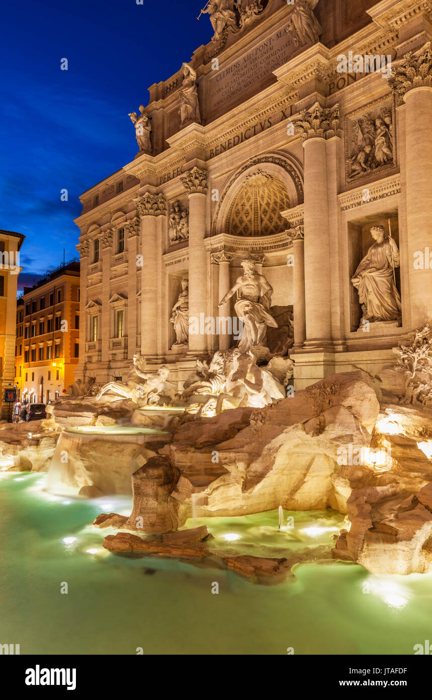 La fontana di Trevi sostenuto dal Palazzo Poli di notte, Roma, Lazio, l'Italia, Europa Immagini Stock