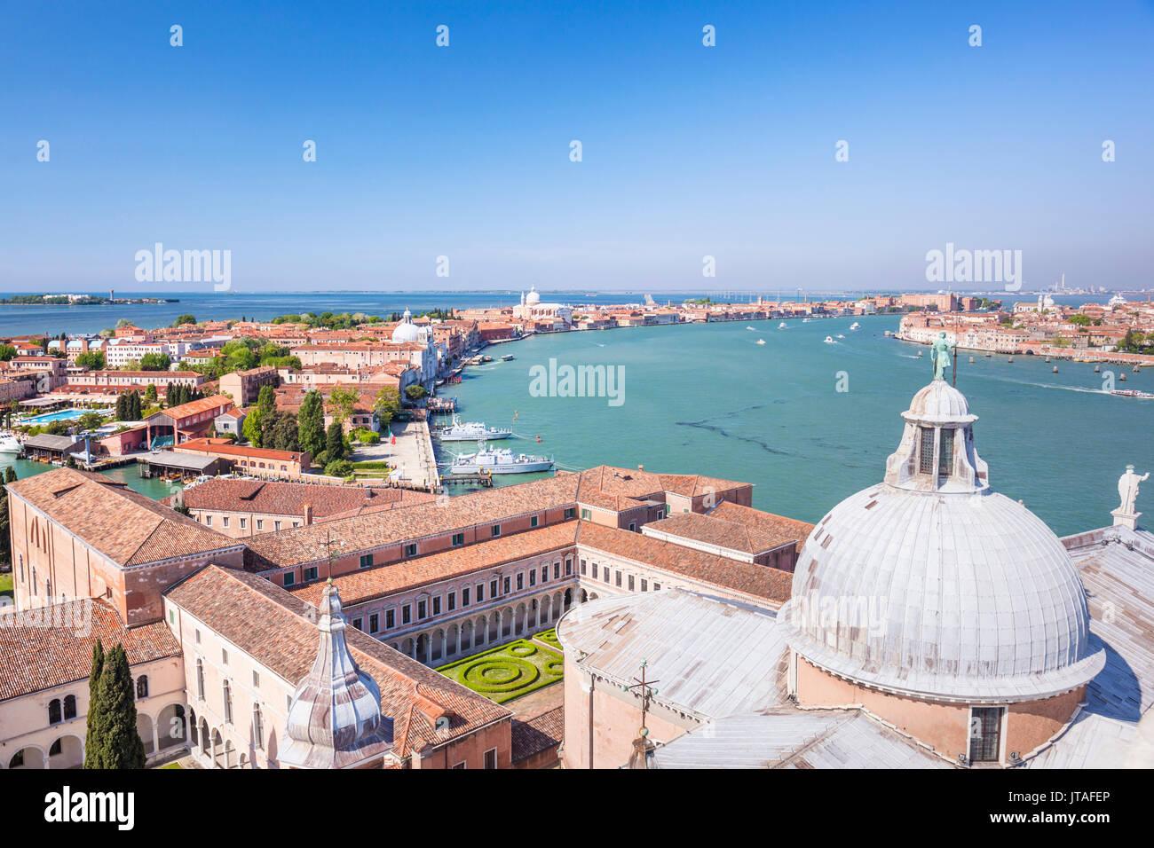 Chiesa di San Giorgio Maggiore, del tetto e della cupola, con vista sull'isola della Giudecca, Venezia, Sito Patrimonio Mondiale dell'UNESCO, Veneto, Italia, Europa Immagini Stock