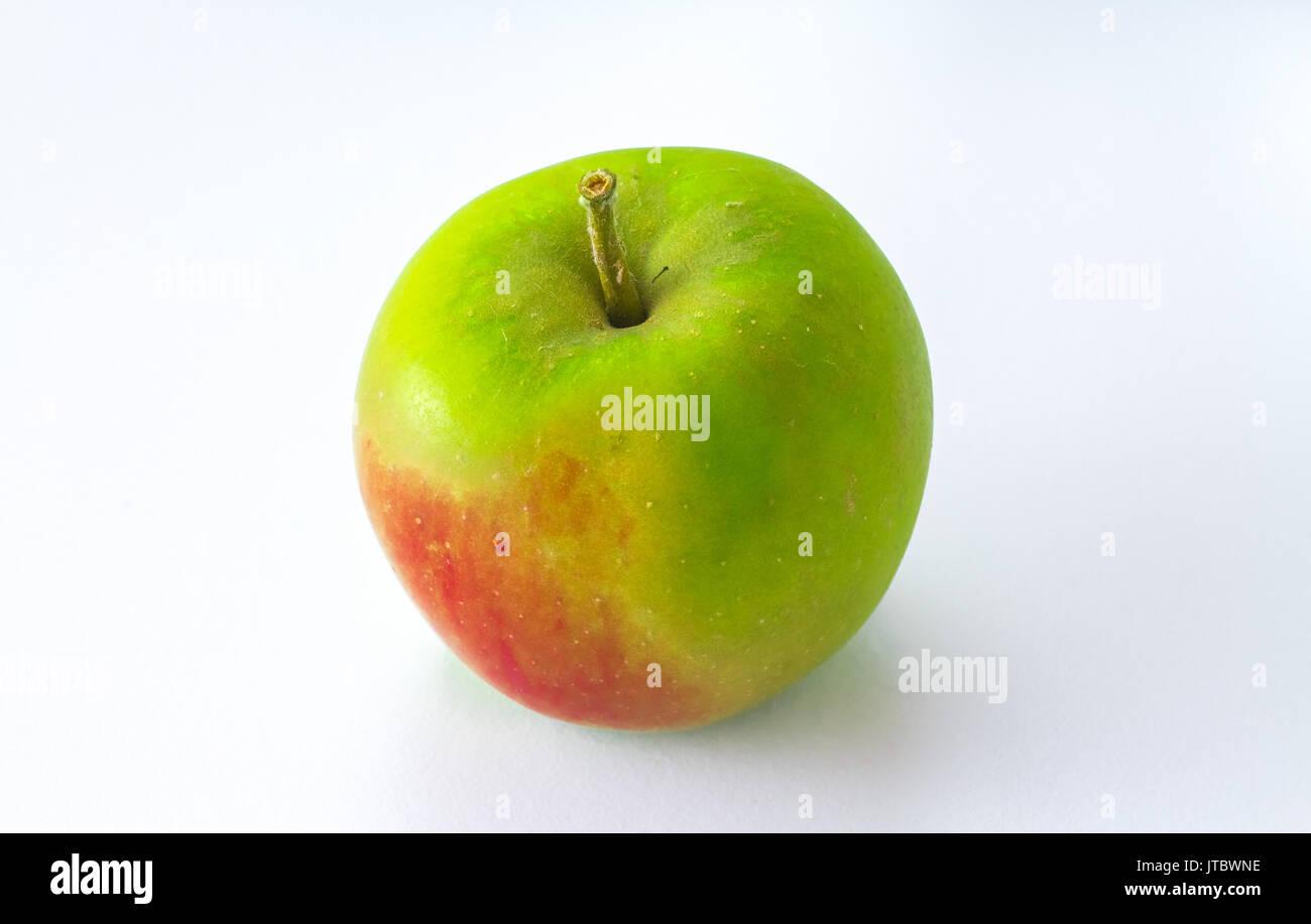 Verde mela Apple isolati su sfondo bianco Immagini Stock