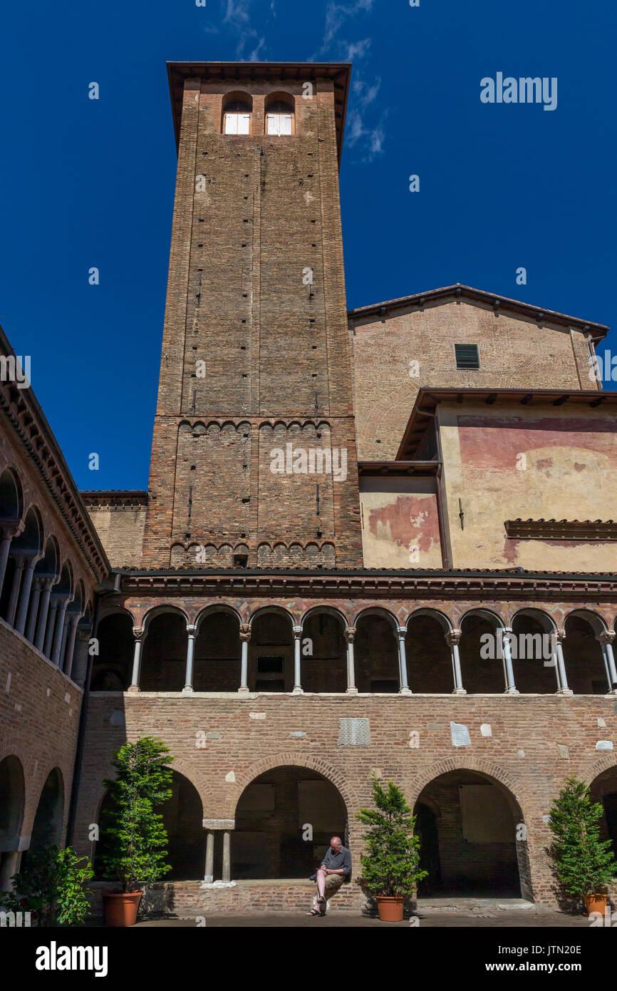 Chiostri, Basilica di Santo Stefano, Sette Chiese, Sette Chiese, Bologna, regione Emilia Romagna, Italia Immagini Stock
