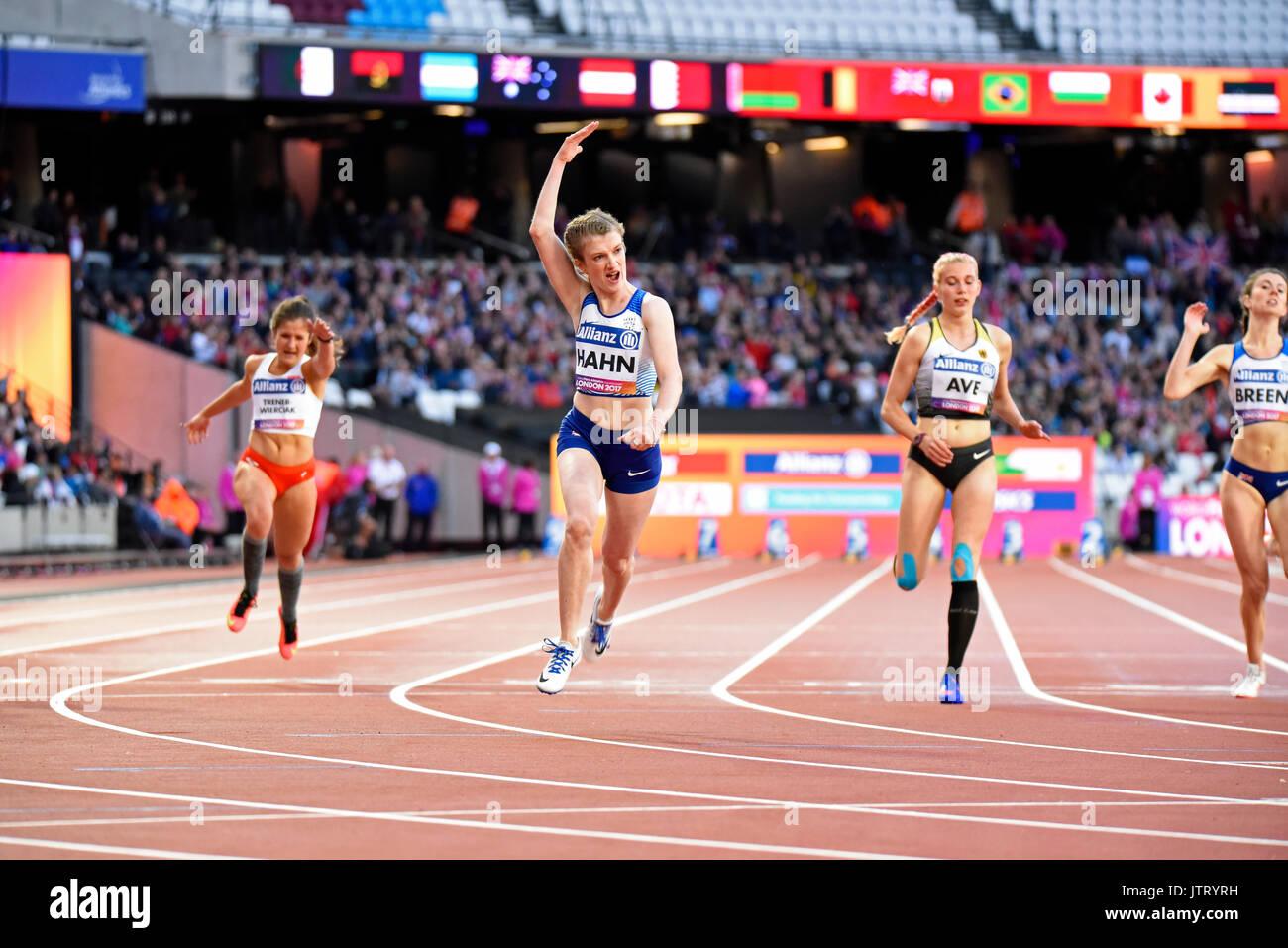 Sophie Hahn celebrando vincendo il T38 100m nel mondo Para di Atletica a Londra Stadium. 2017. Spazio per la copia Immagini Stock