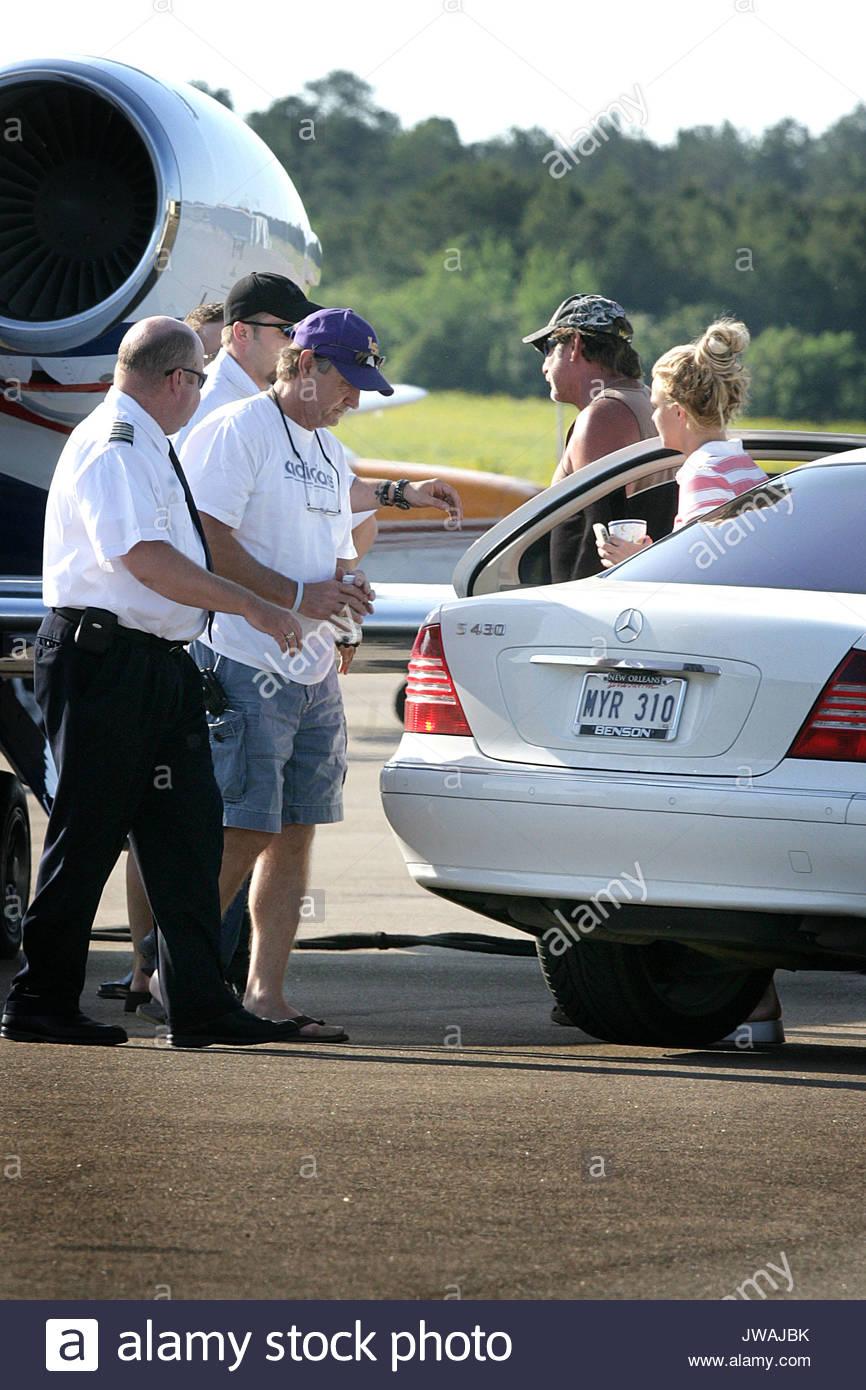 Jet Privato Rosa : Britney spears assi un jet privato con sua madre lynn e padre