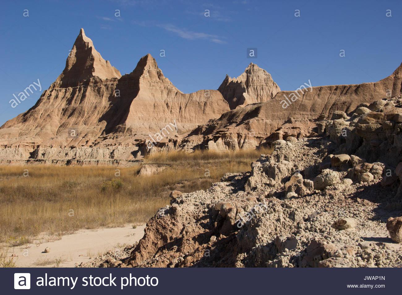 Scenic weathered creste e picchi ha dato il Badlands il loro nome. Immagini Stock