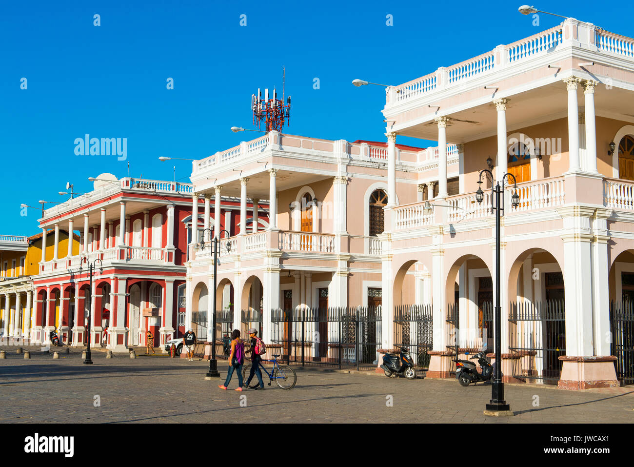 Fila di case, architettura coloniale, centro storico, Granada, Nicaragua Immagini Stock