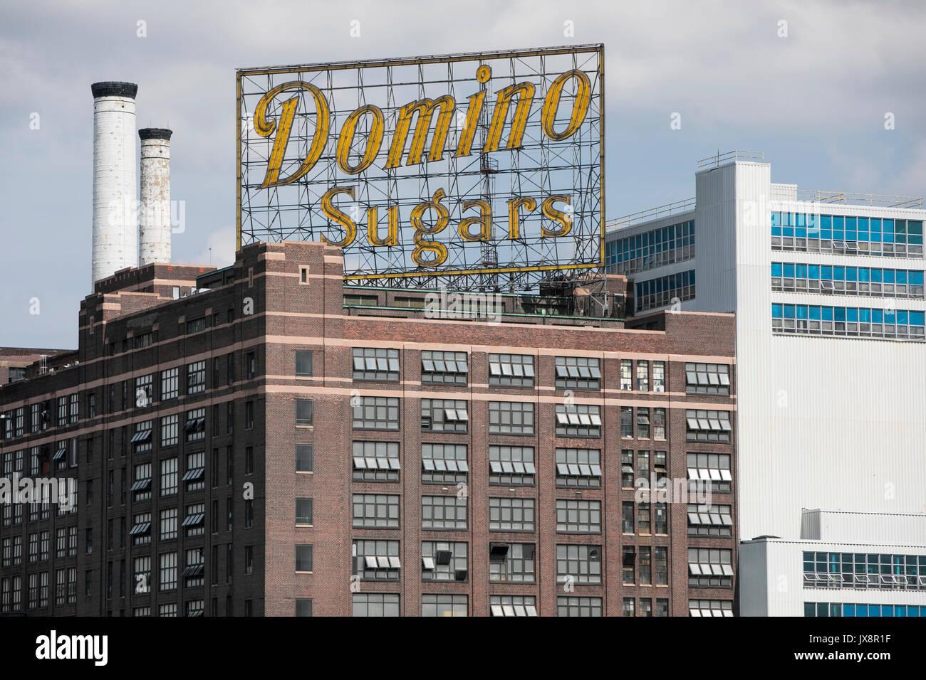 Un segno del logo al di fuori di una struttura occupata da Domino zuccheri a Baltimora, Maryland, il 13 agosto 2017. Immagini Stock