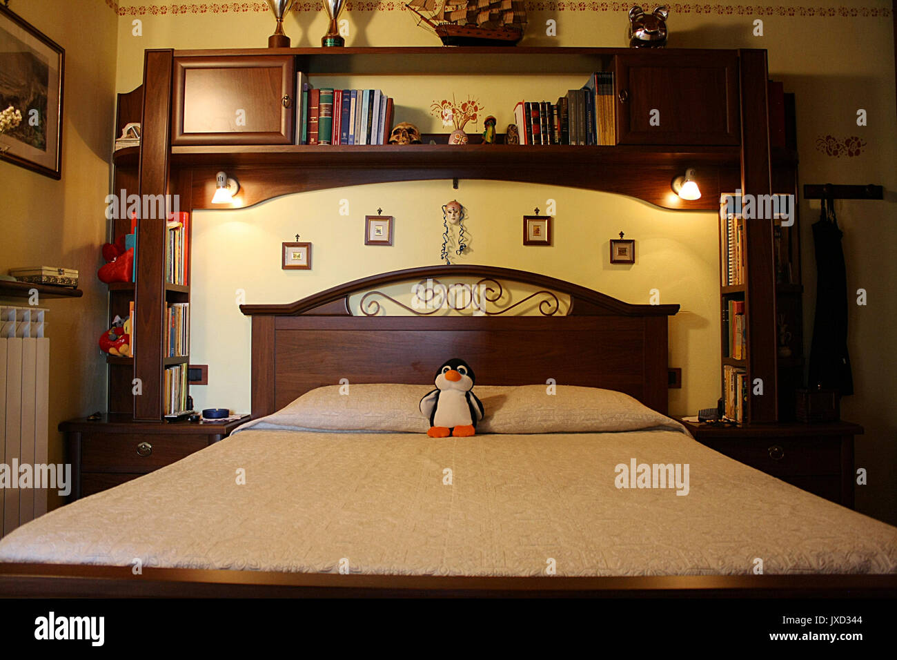 Legno massello camera da letto Foto & Immagine Stock ...