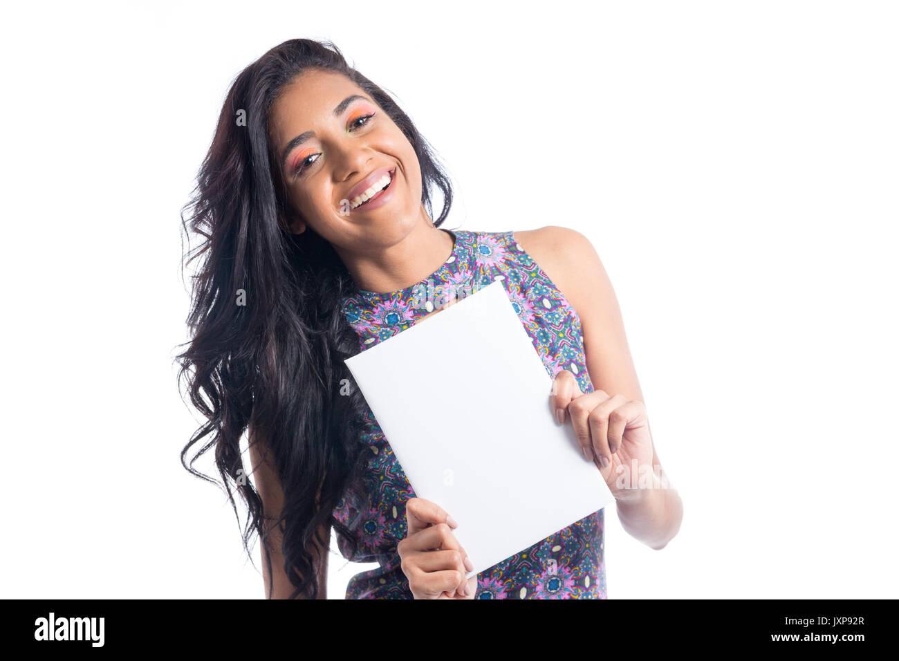 44dd7a355e La ragazza è sempre sorridente e lo spazio di contenimento per la  pubblicità. Donna brasiliana