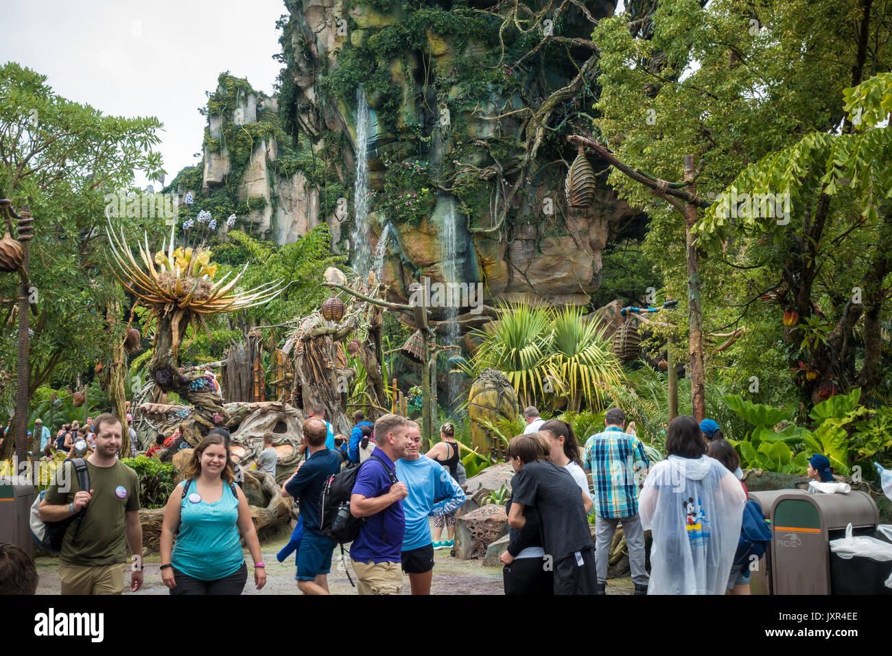 I visitatori al mondo di Pandora di avatar in disneys il Parco a Tema del Regno degli Animali Immagini Stock