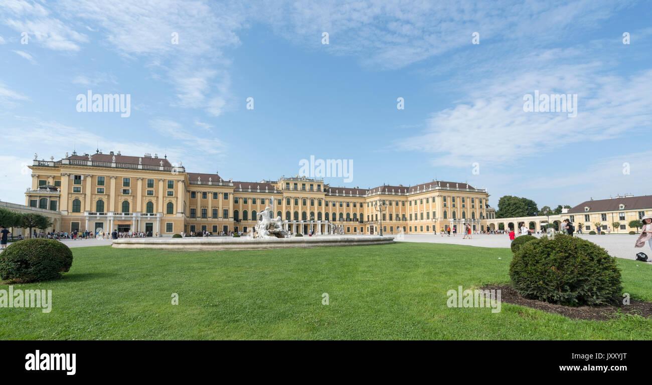 Una vista esterna del Palazzo di Schonbrunn a vienna Immagini Stock