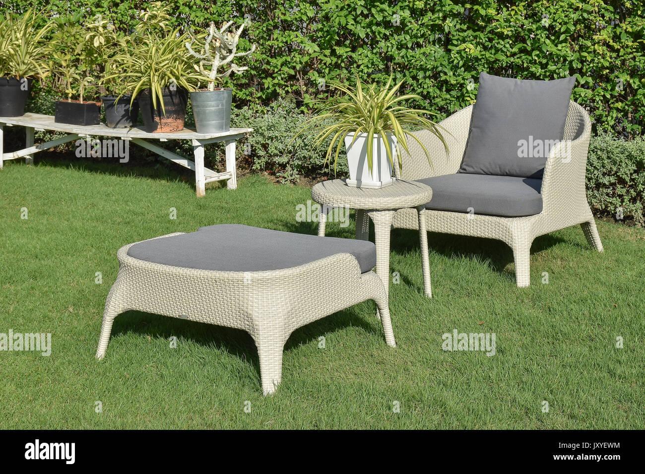 Sedie In Rattan Da Esterno.Il Verde Giardino Con Mobili Da Esterno Gruppo Salotto Con Sedie