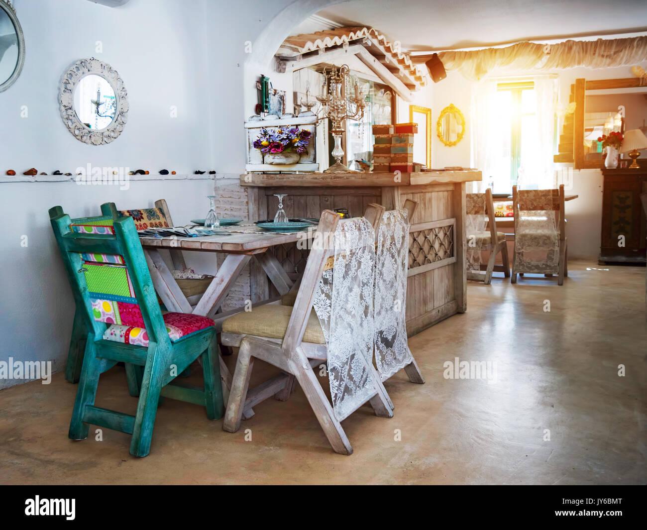 Piccola Sala Da Pranzo : Una piccola sala da pranzo in una casa rustica in un vecchio stile