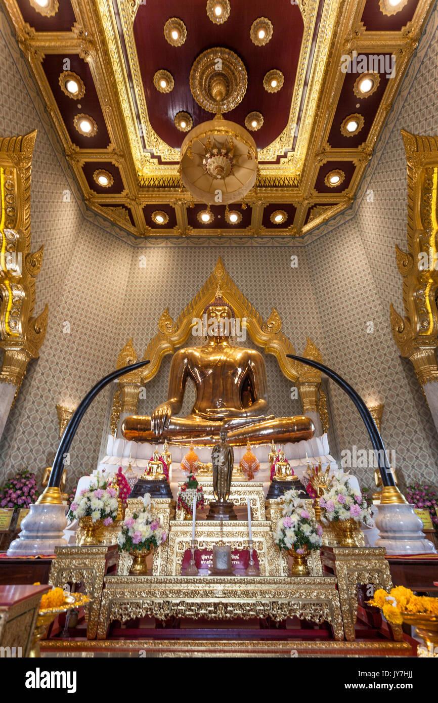 Oro puro statua del Buddha al Wat Traimit temple di Chinatown, Bangkok, Thailandia Immagini Stock