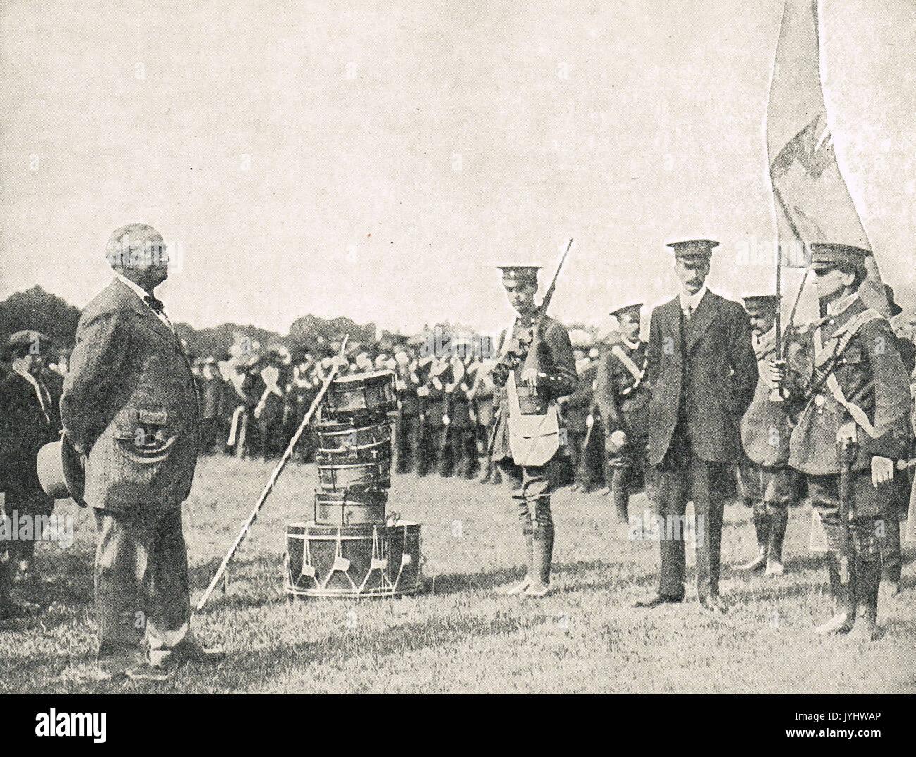 John Redmond rivedendo la nazionale irlandese di volontari, WW1 Immagini Stock
