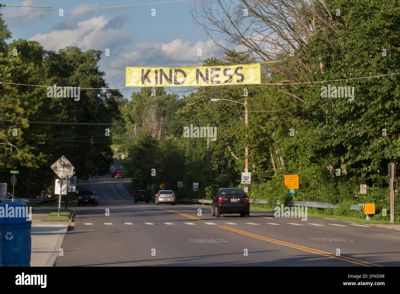 Cartello che dice che la gentilezza situato in yellow springs in Ohio. Immagini Stock