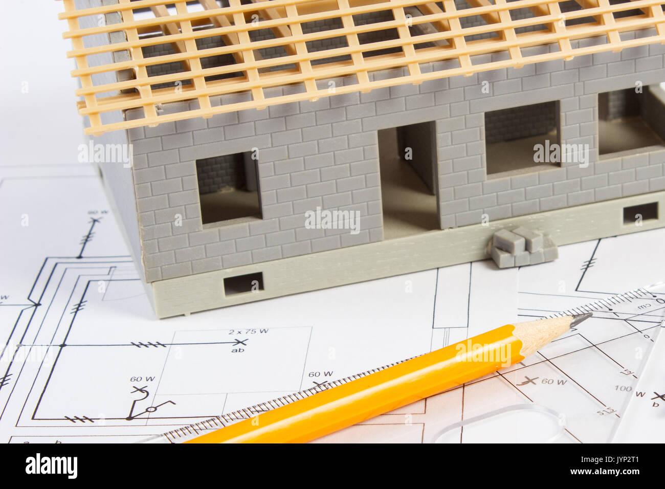 Schemi Elettrici Casa : Piccola casa in costruzione e accessori per il disegno di schemi