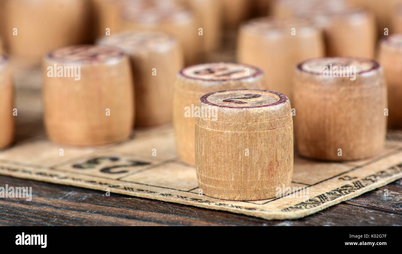 Vintage lotto gioco di bordo i barili e carte Immagini Stock