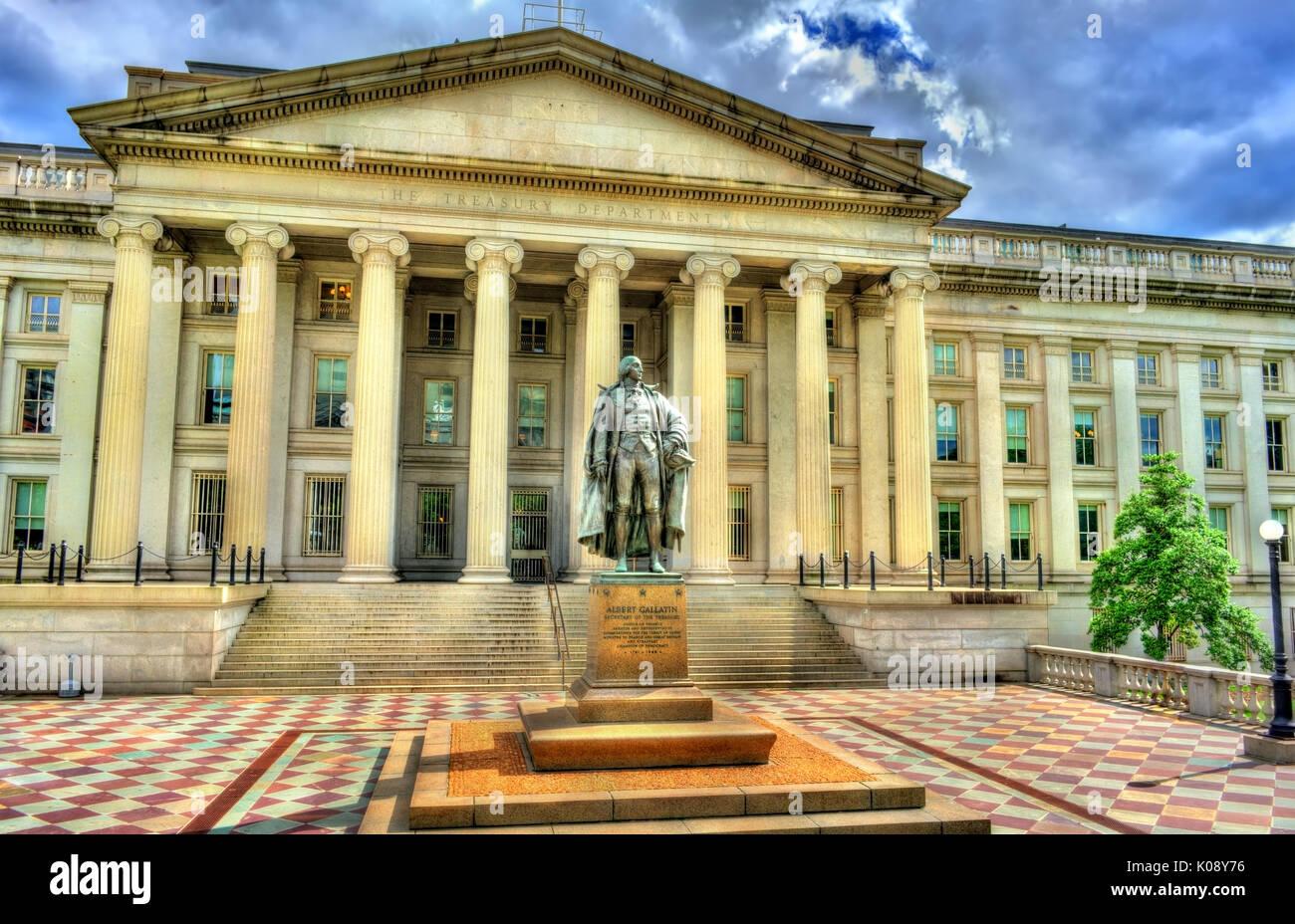 Statua di Albert Gallatin davanti a noi il reparto Tesoreria edificio in Washington, DC Immagini Stock