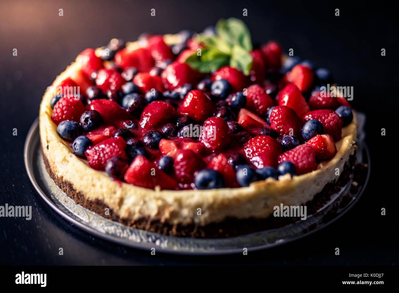 Frutti rossi cheesecake Immagini Stock