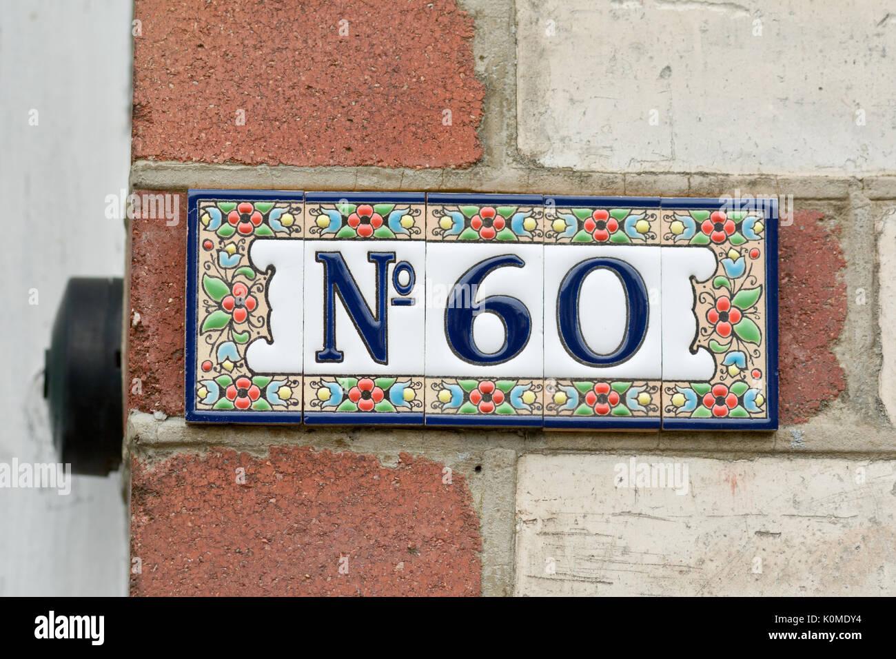 Il numero civico sign in piastrelle di ceramica foto immagine