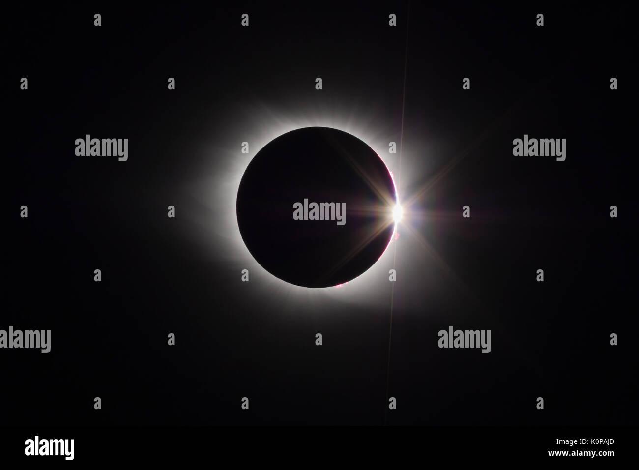 Il sole la corona e la corona diamantata effetto sono visibili alla fine del total eclipse fase del Great American Eclipse il 21 agosto 2017. Immagini Stock