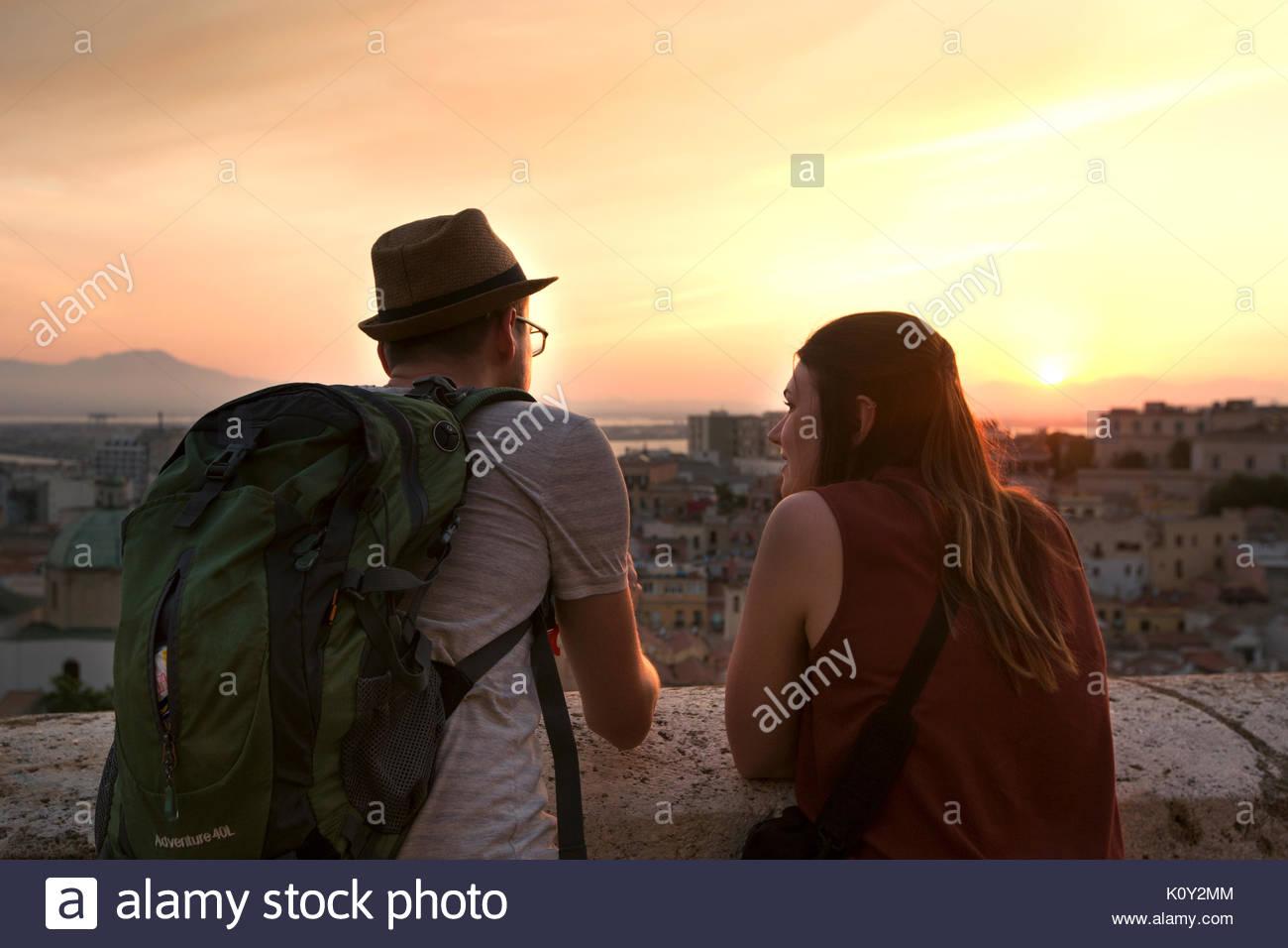 Turist giovane waching la città Immagini Stock