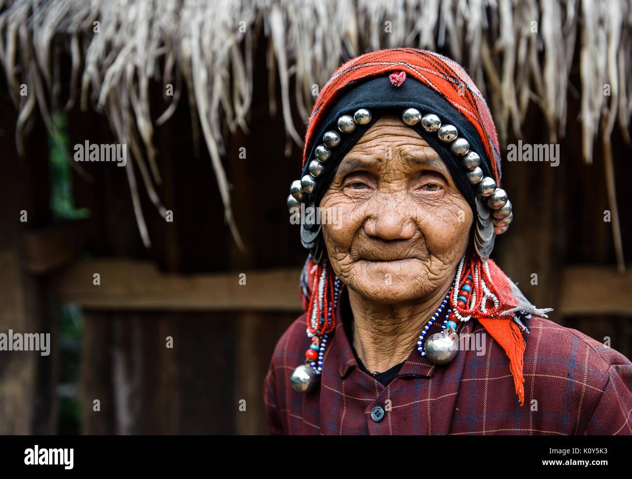 Akk-su minoranza etnica donna. Yunnan meridionale, Cina Immagini Stock