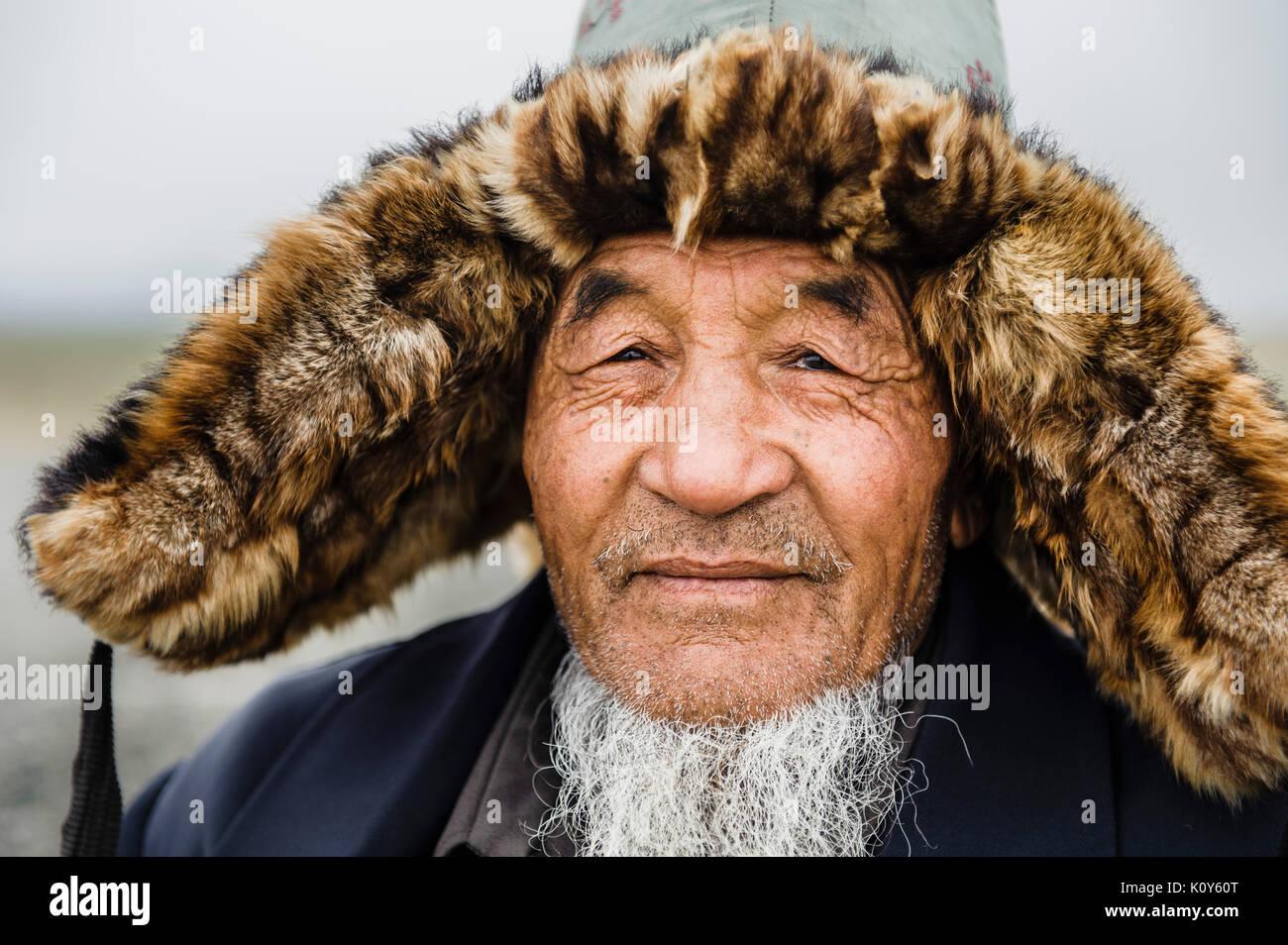 Il mongolo di uomini in Cina del Meng minoranza etnica, Xinjiang. Cina Immagini Stock