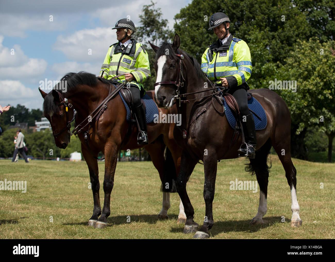 Cavallo polizia montata al di fuori dei campionati di Wimbledon Immagini Stock