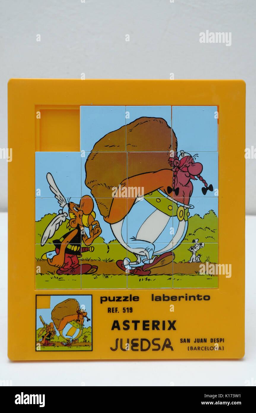 Asterix puzzle maze labirinto puzzle ref.519. marca juedsa Sant Joan Despi (Barcelona). giocattolo realizzato in Spagna 70s Immagini Stock