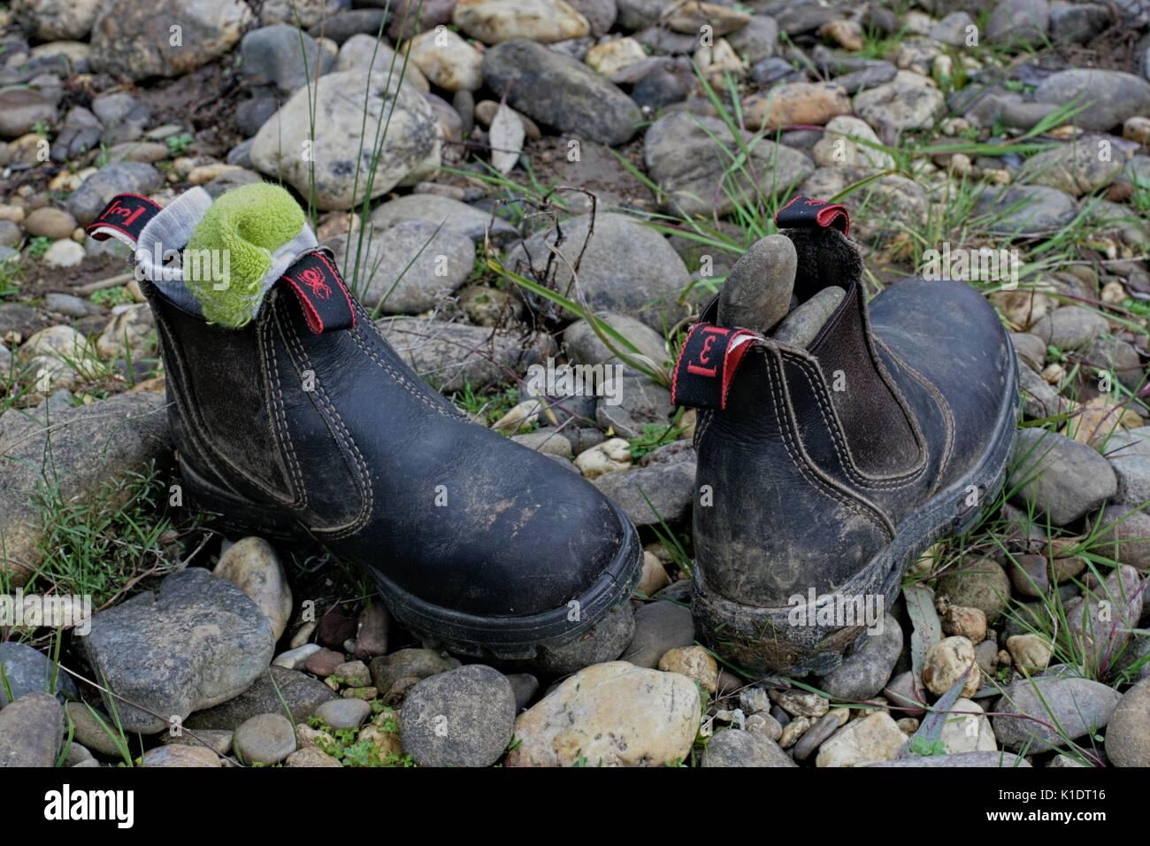 Una sporca coppia di bambino redback stivali da lavoro