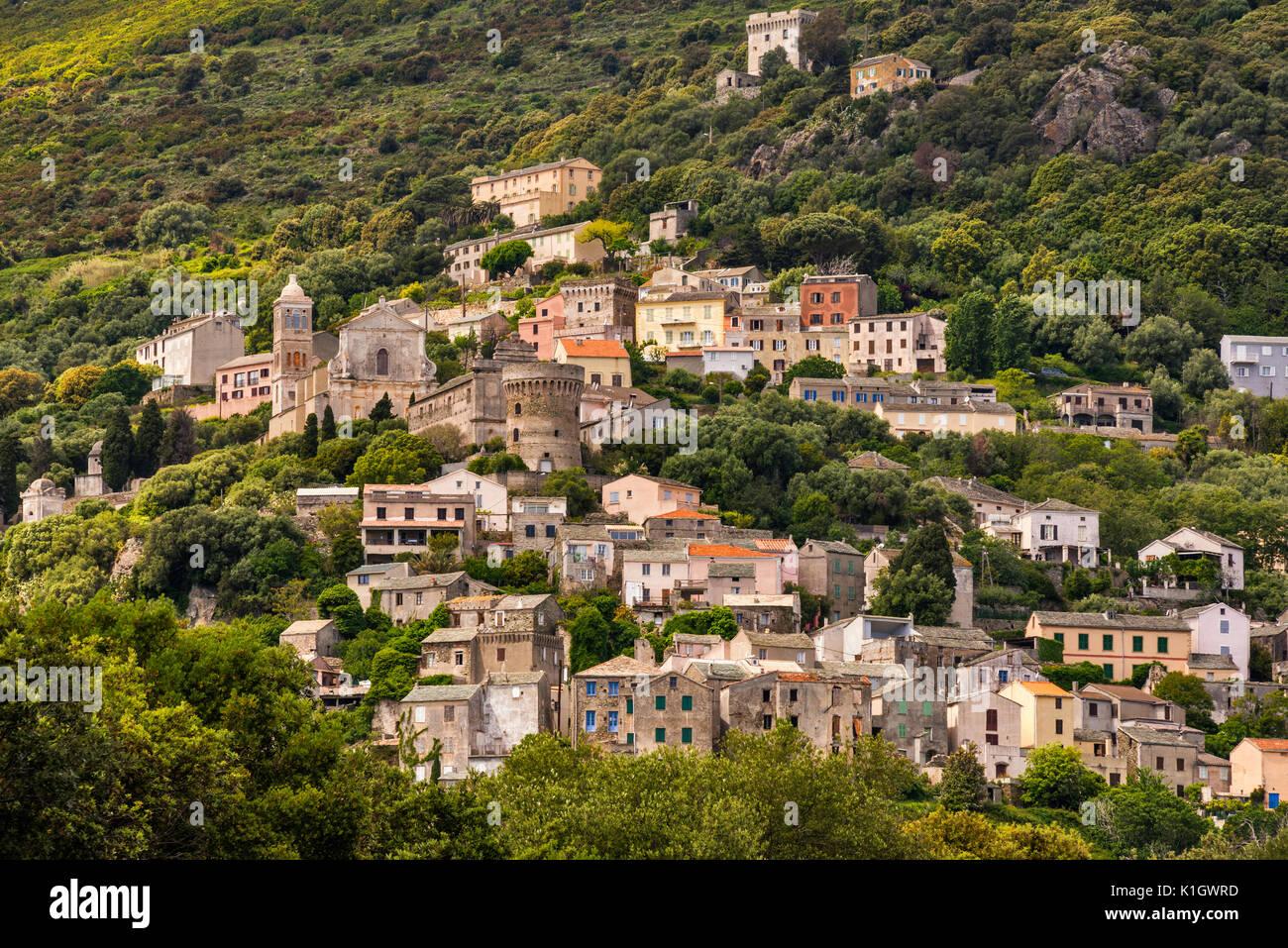 Città sulla collina di Bettolacce, nel comune di Rogliano, Cap Corse, Corsica, Francia Immagini Stock