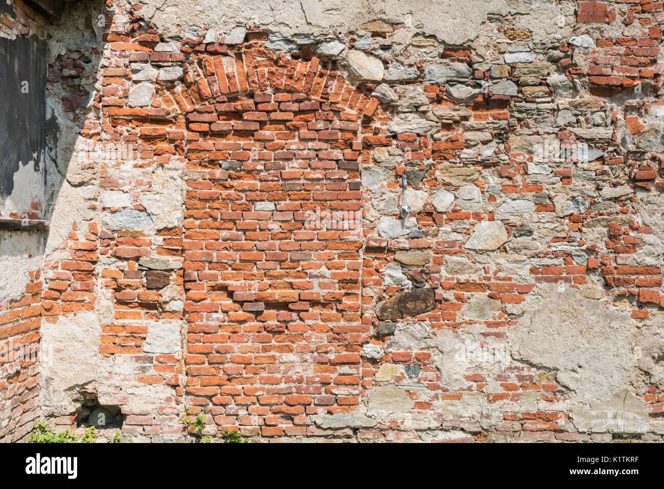 Vista in dettaglio di un muro di mattoni, un ingresso è stata murata chiuso Immagini Stock