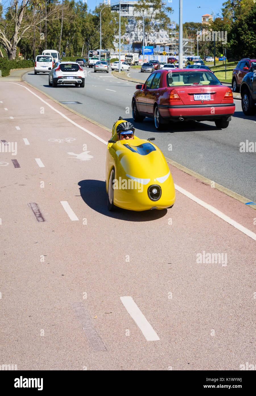 Human Powered Vehicle lungo un doppio percorso di utilizzo in Perth, Western Australia Immagini Stock