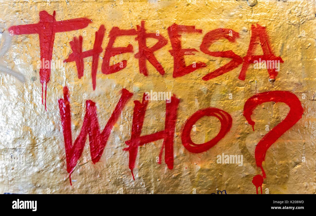 Theresa chi? Lettering, protesta contro Theresa Maggio, Primo Ministro, Graffiti, London, England, Regno Unito Immagini Stock