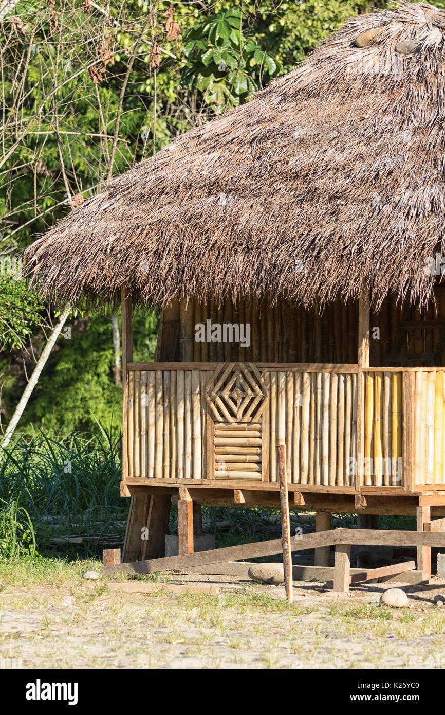 Giugno 6, 2017 Misahualli, Ecuador: piccola dimora shack fatto di bambù nell'area amazzonica Immagini Stock