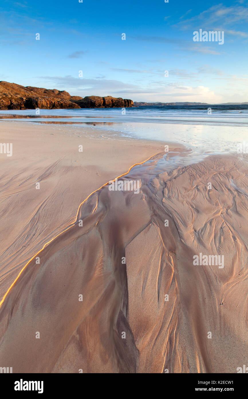 Oldshoremore Beach, modelli di sabbia nella luce della sera, Kinlochbervie, Sutherland, Scozia, aprile 2014. Foto Stock