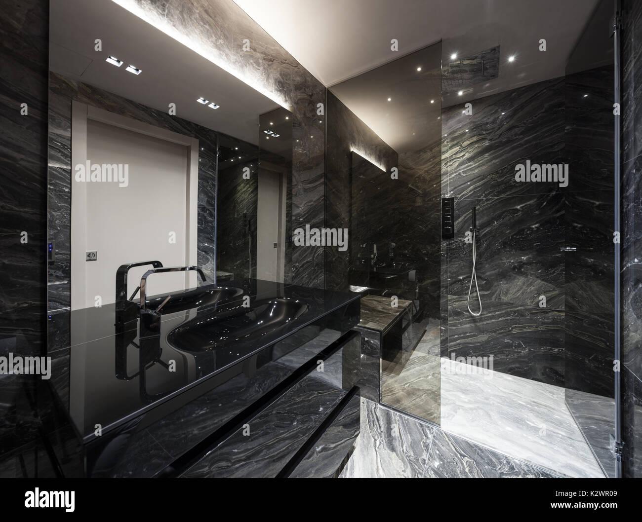 Bagni Moderni In Marmo.Interno Del Bagno Moderno Con Marmo Nero Foto Immagine Stock