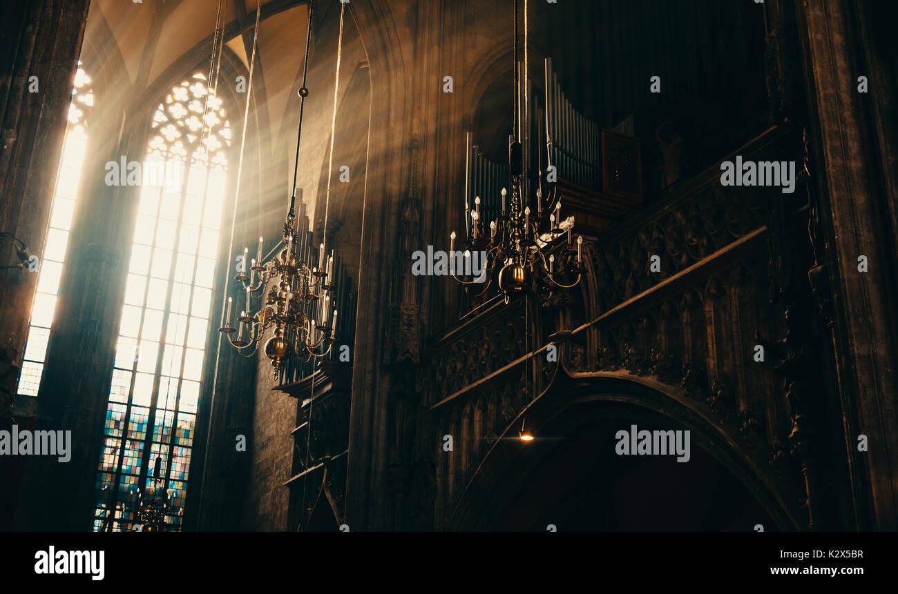 Raggi di Dio nella casa di Dio Immagini Stock