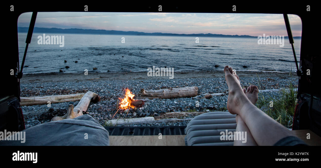 Carrello campeggio al fiume Giordano, isola di Vancouver, BC Immagini Stock