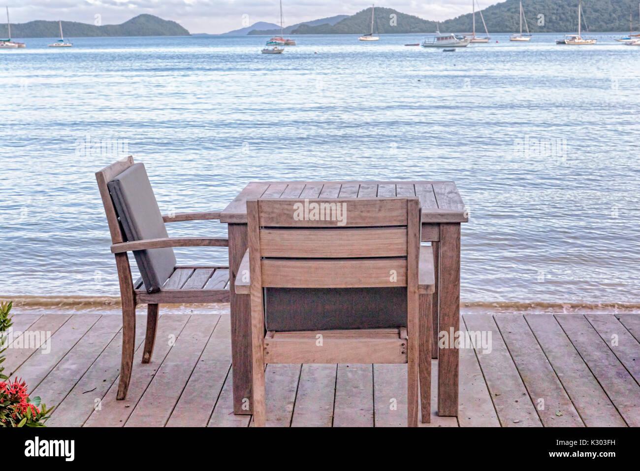 Stock Sedie Di Legno.Tavoli E Sedie In Legno Con Vista Oceano In Thailandia Foto