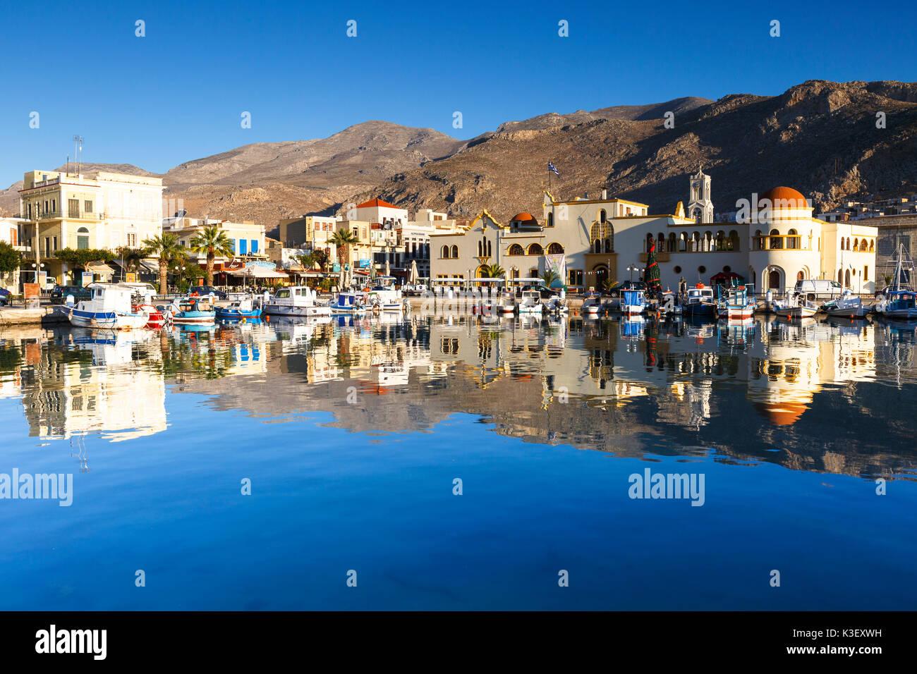 Vista della città di Kalymnos nelle prime ore del mattino, Grecia. Immagini Stock