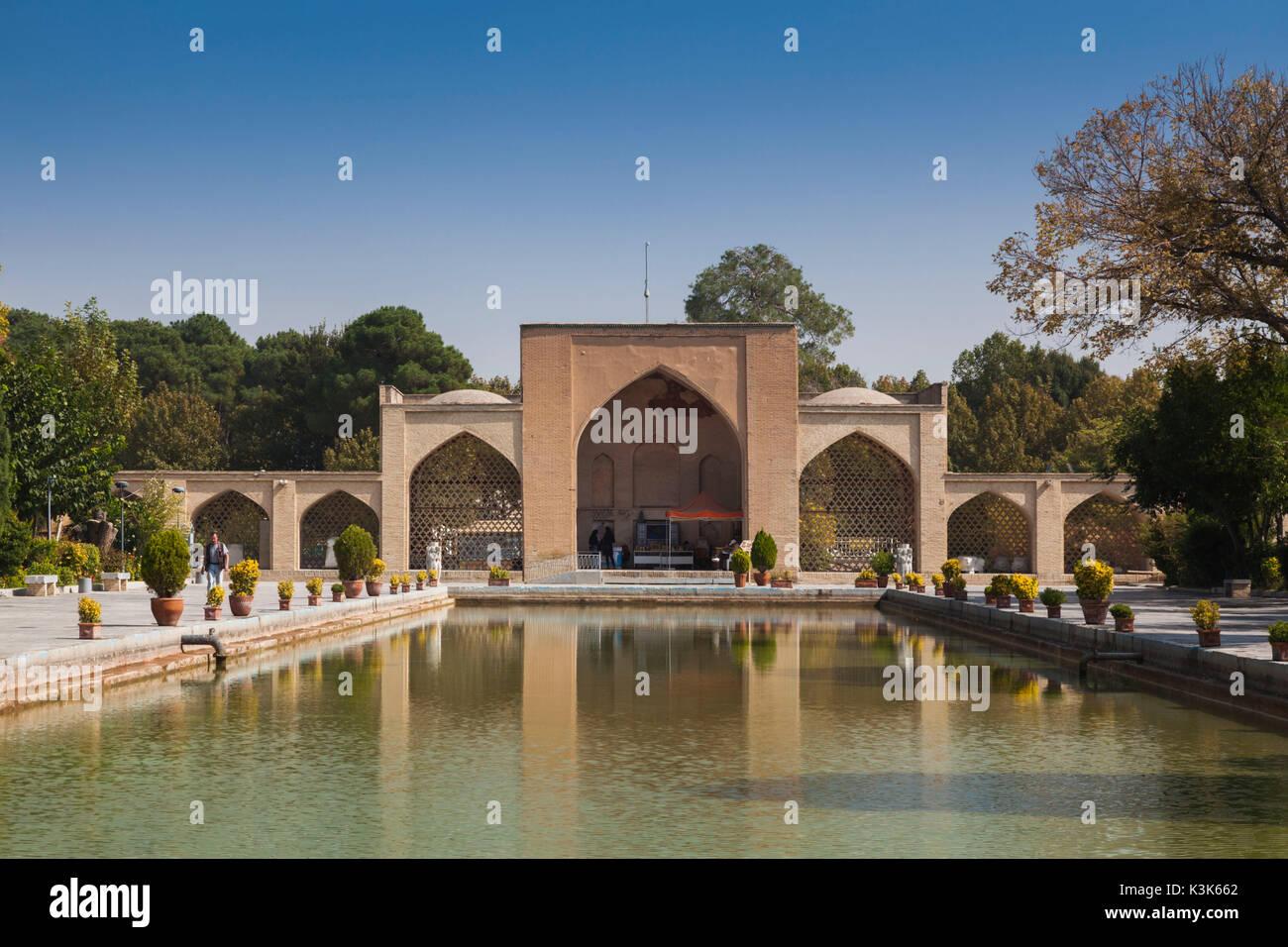 Iran, Central Iran, Esfahan, Museo di Arti Decorative, cortile Immagini Stock