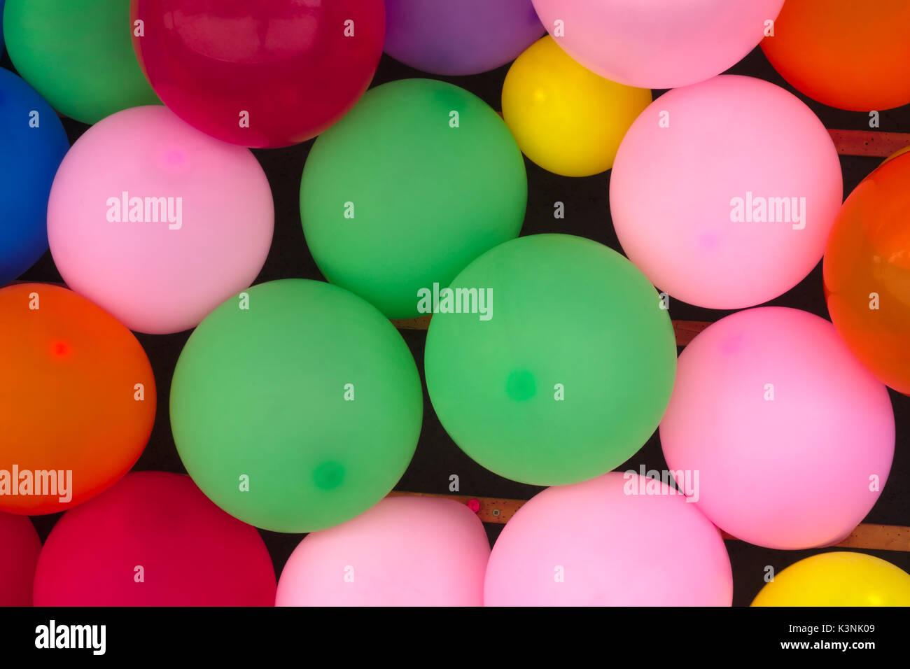 Festa A Sorpresa Di Compleanno molti palloncini festa di compleanno colori anniversario