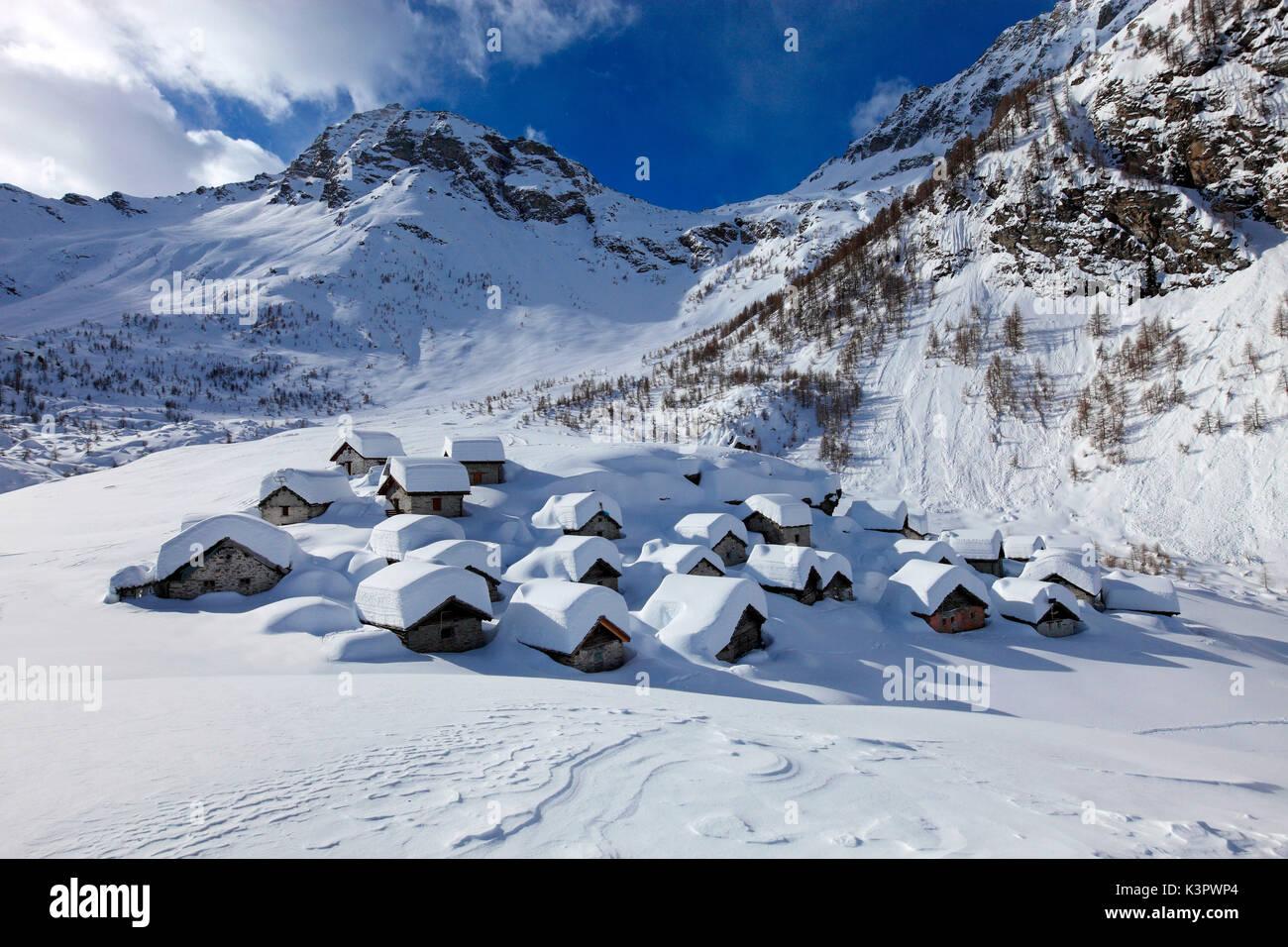 Alpe Lendine village in inverno, Valle Spluga, provincia di Sondrio, Lombardia, Italia Foto Stock