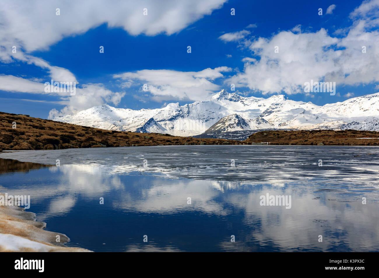 Il lago degli andossi lago ghiacciato di fusione in tarda primavera
