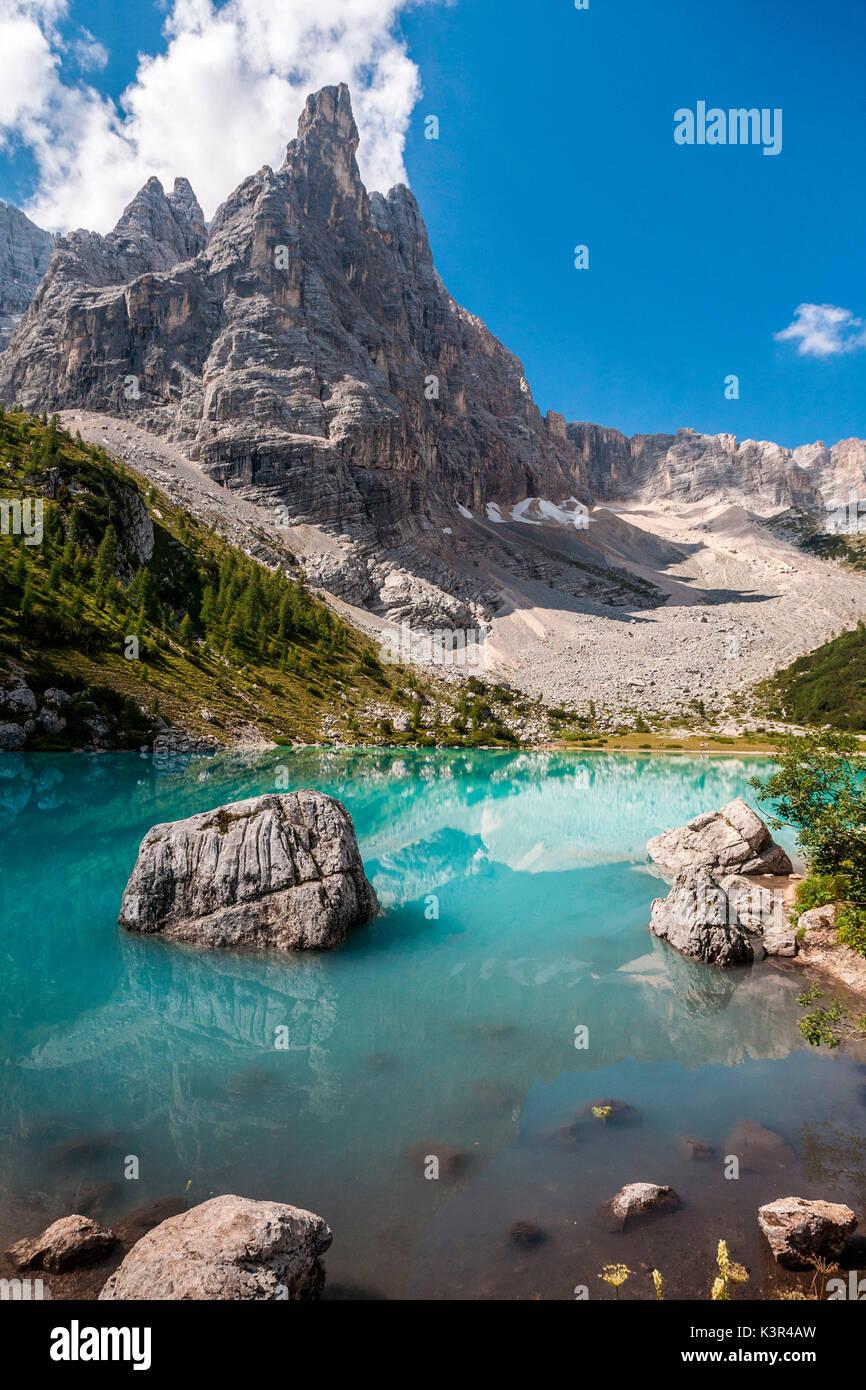 Veneto, Dolomiti, il Sorapiss lago a dito di Dio picco, Italia Immagini Stock