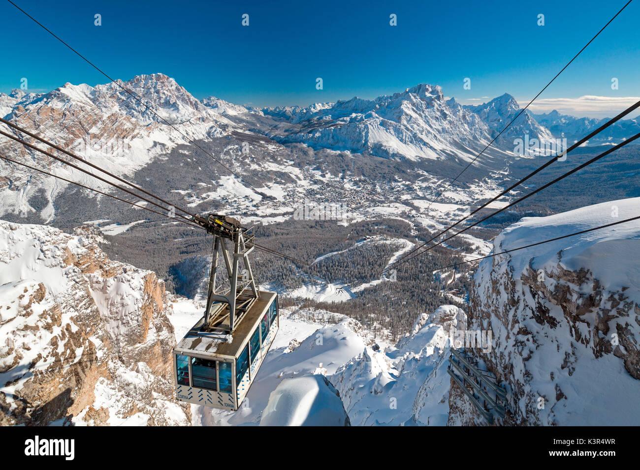 Freccia nel Cielo la funivia. Cortina d'Ampezzo, Veneto, Italia. Immagini Stock